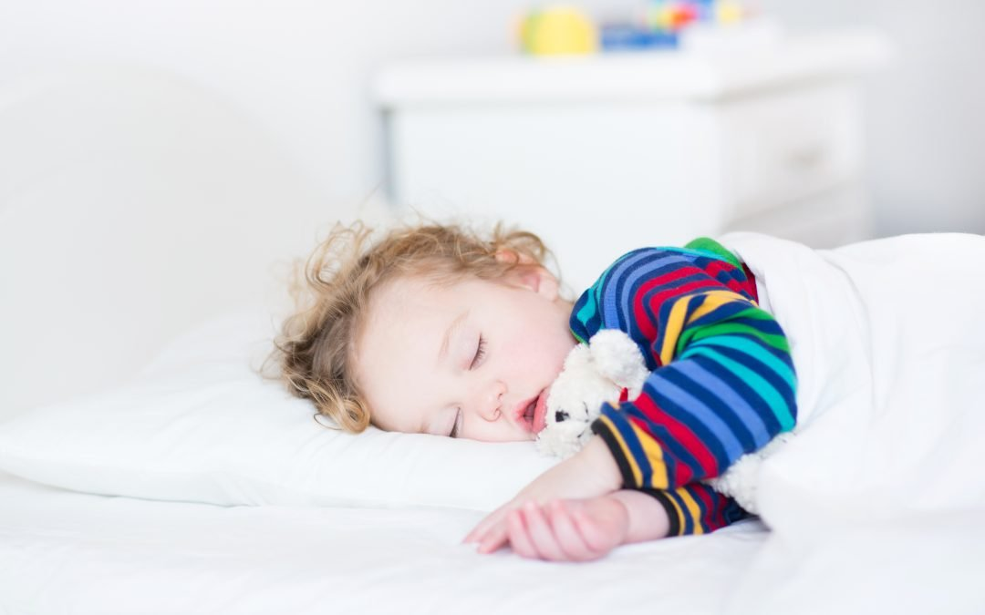 Baby asleep with teddy bear - Petite Dreamers